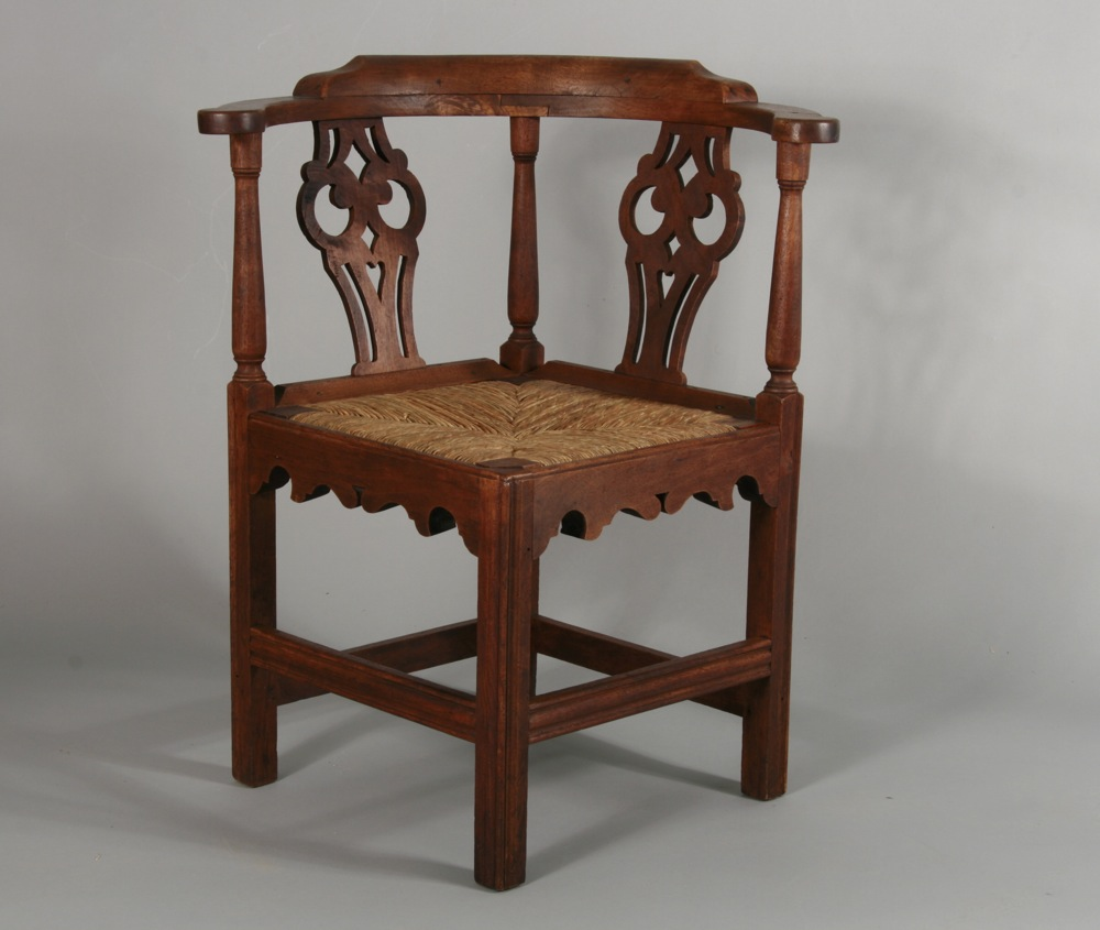 Charmant Antique Chippendale Corner Chair