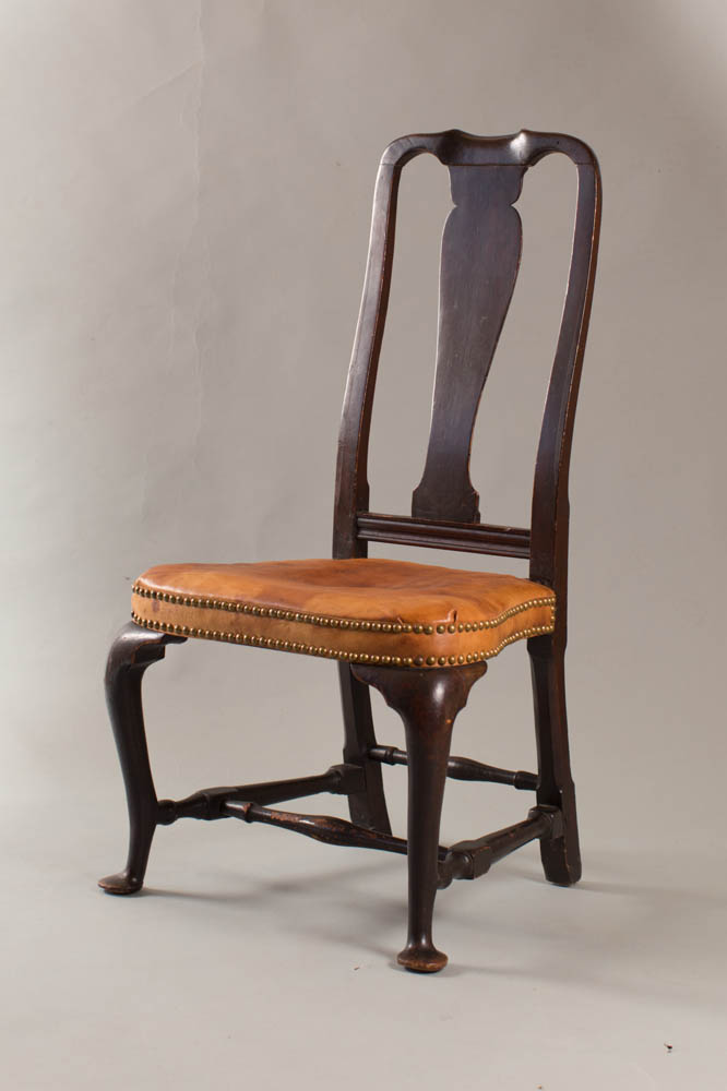 Queen Anne sidechair with vase-shaped back