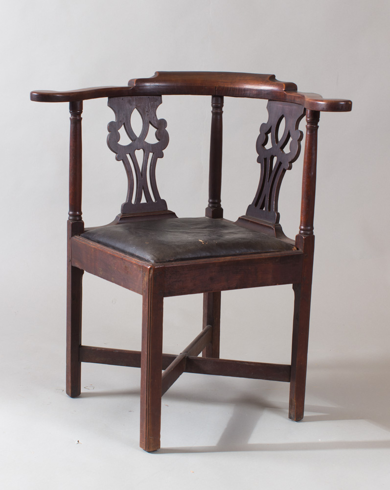A very fine Chippendale corner chair