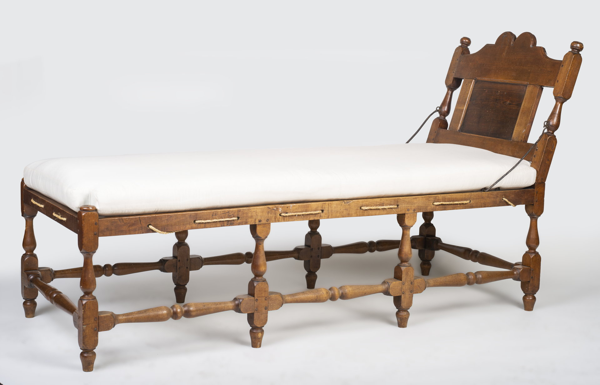 William and Mary daybed